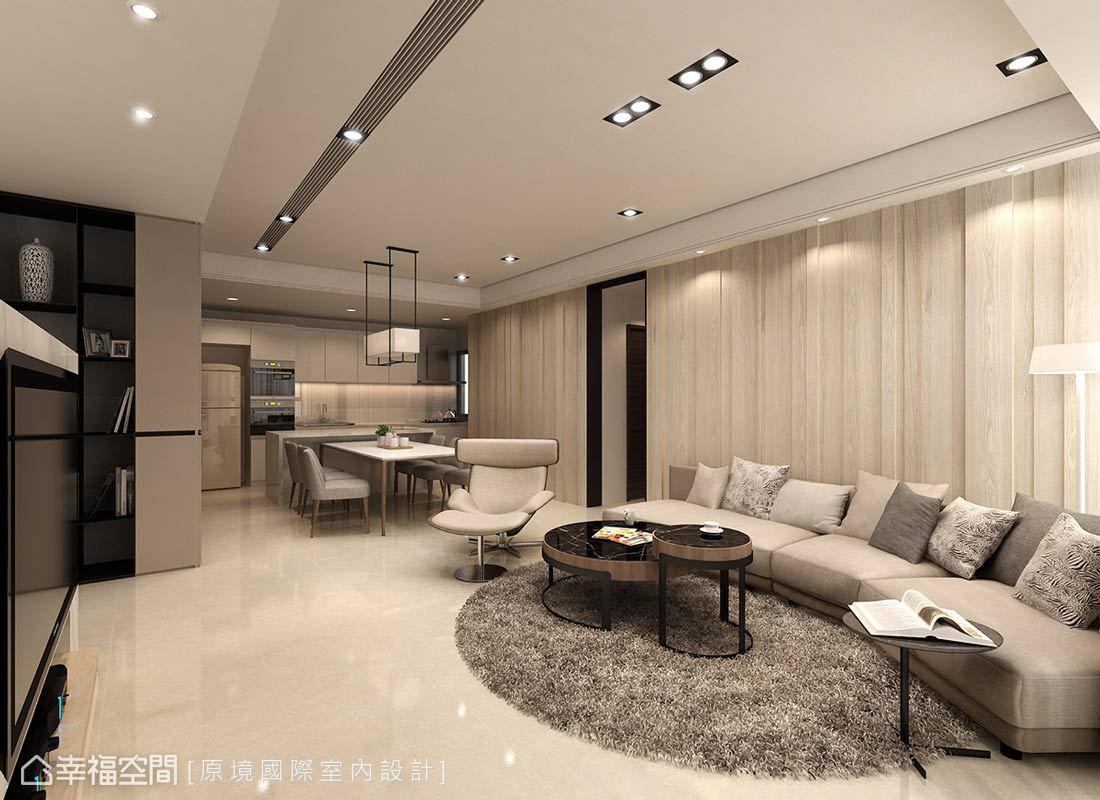 原境國際室內設計在木質鋪述的沙發背牆上,以線條溝縫的形式,鋪述出空間的暖意與設計感。