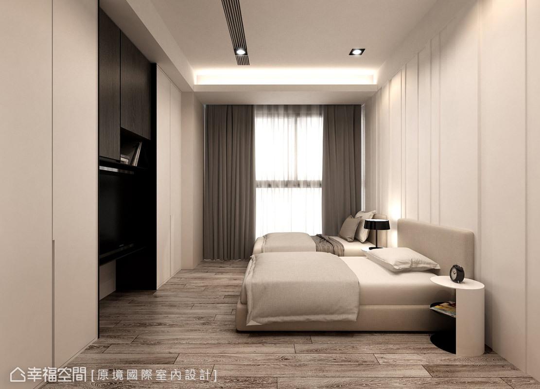 床頭主牆及櫃面線條簡潔,使用線條切割與溝縫層次來演繹,成功詮釋專屬屋主的品味質感。