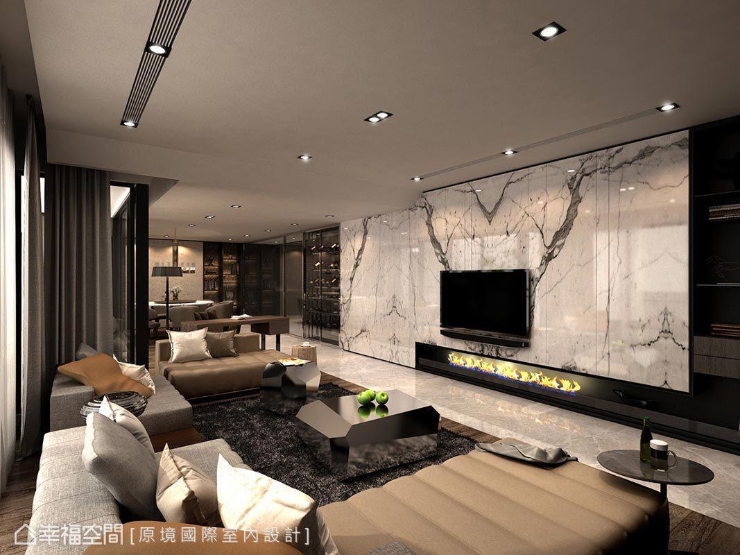 選用大理石做為電視牆基底,並於下方設計壁爐意象,勾勒居家溫馨氛圍。