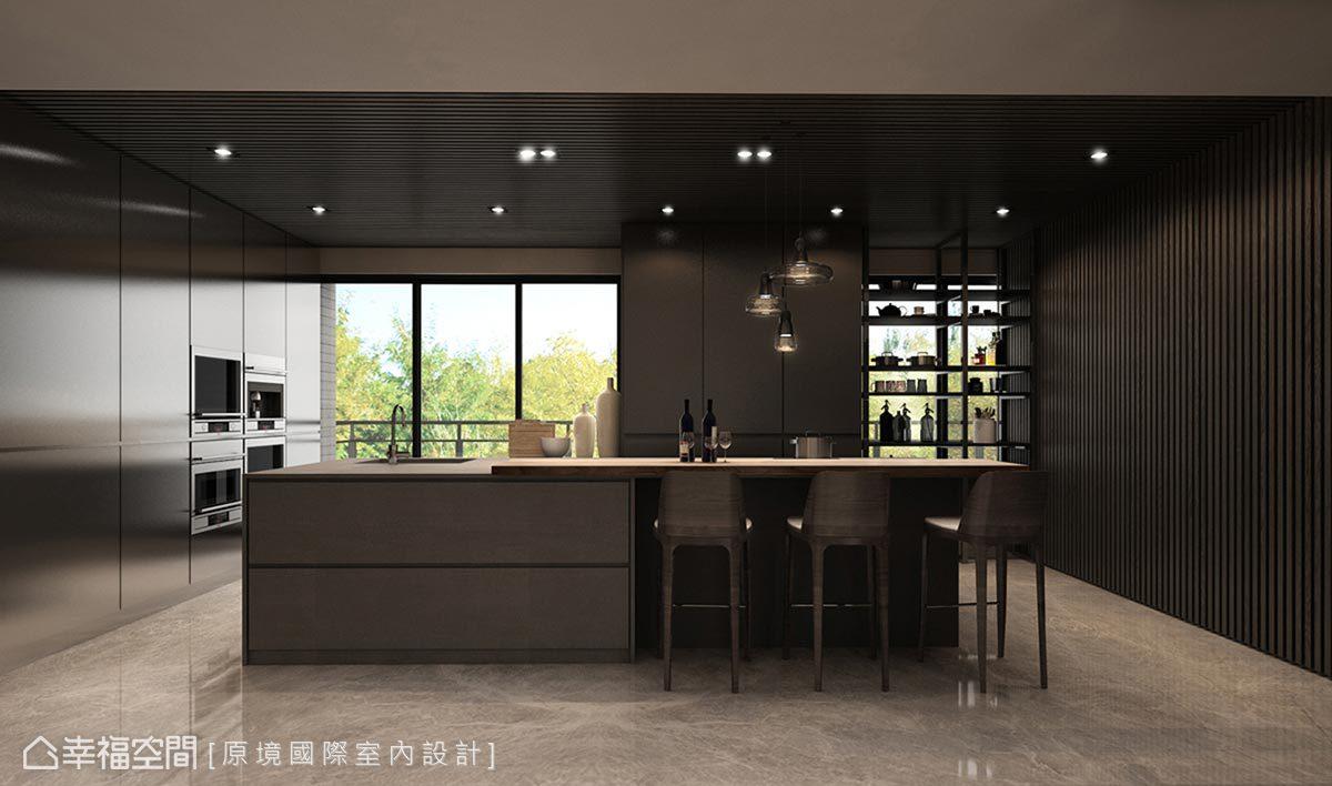 設置中島並順勢延伸吧台空間,提供屋主品酒、休憩的小天地。