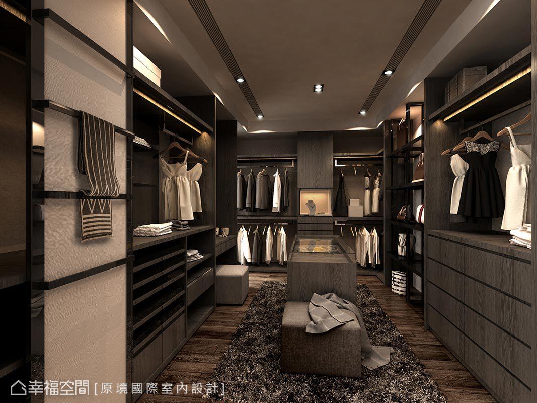 邱郁雯設計師將更衣室以ㄇ字型呈現,並規劃多元儲物機能,滿足各式物件的收納需求。