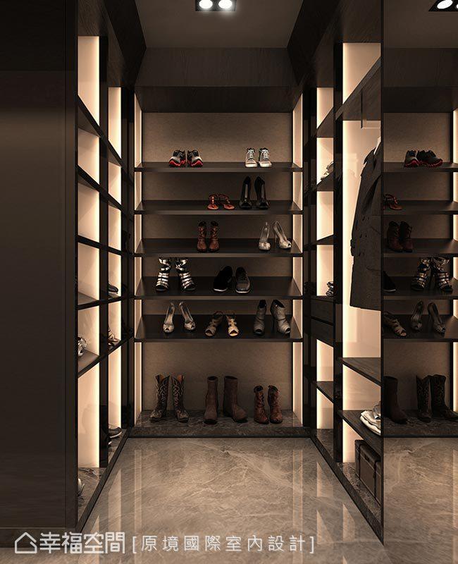 鞋櫃層板採斜面設計,並於櫃內安裝光源照映,提升物件精緻質感。