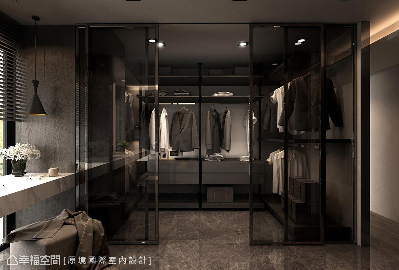 原境設計採灰玻拉門作更衣室隔間,延長場域景深。
