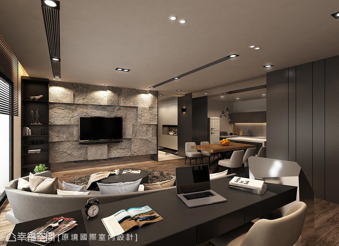 電視主牆採平均厚度8~15公分的石皮排列,利用厚度之差創造立體視感,圍塑自然粗獷氣息。