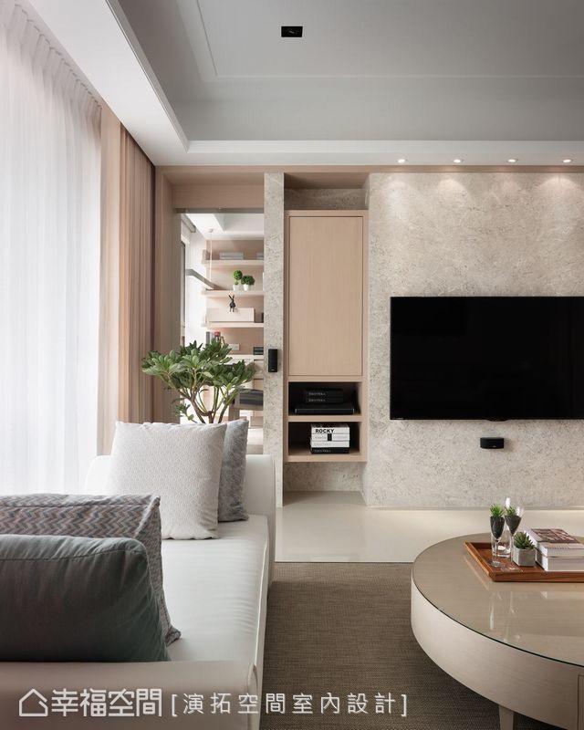 演拓設計於電視牆左側安排懸吊式機櫃,將線材與電器用品收於櫃中,維持清爽立面。