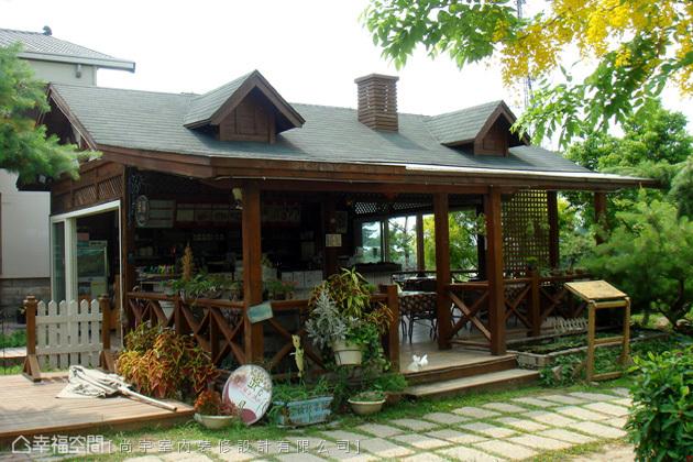 寬廣的佔地也另闢一處戶外餐飲空間,讓遊客遠離都市,走入樹林間的小木屋親近大自然,並且享用輕食與茶飲。