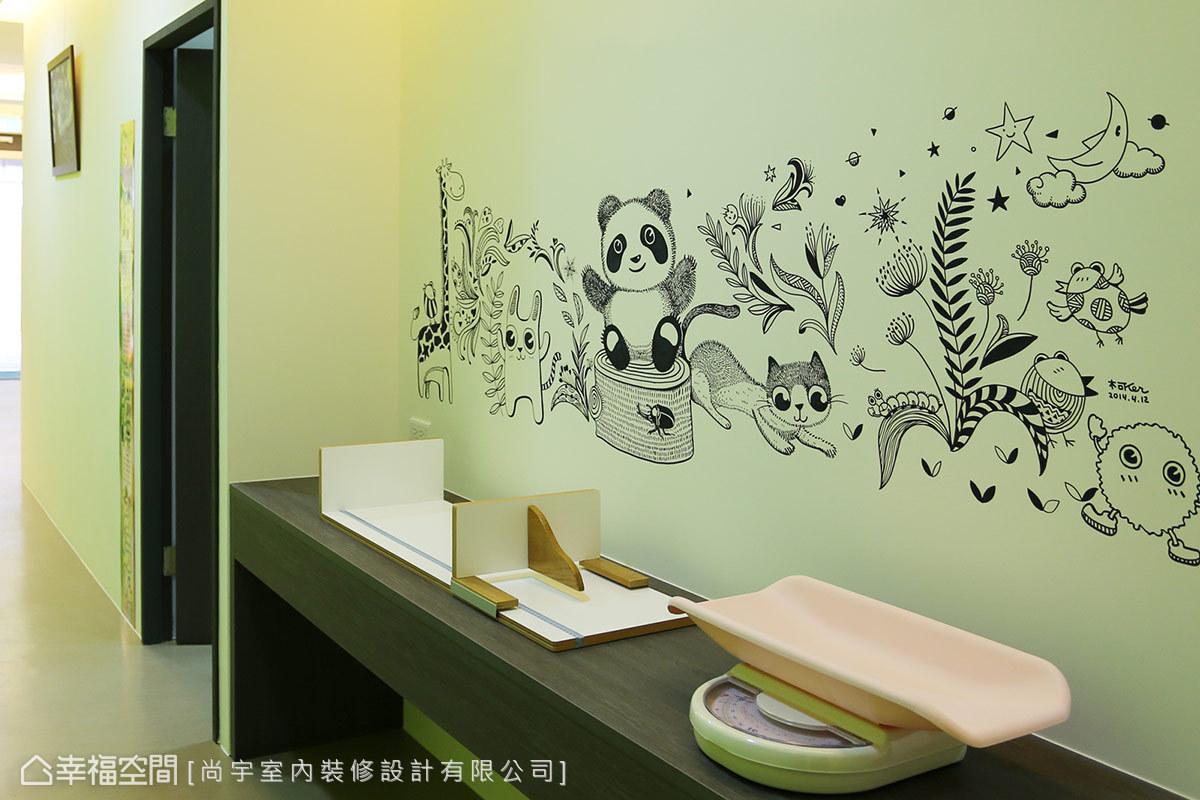 以現場手繪的方式,聚集童話繪本裡可愛的動植物,也透過活潑圖案轉移幼童的注意力。