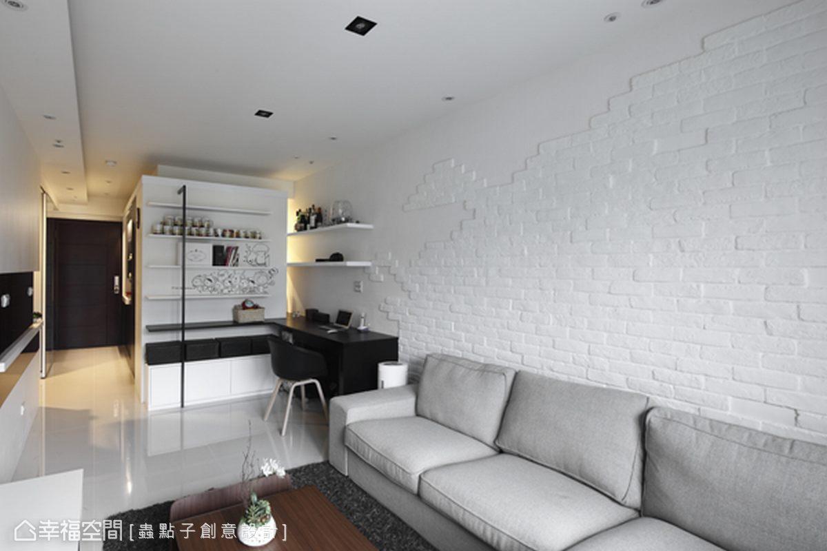 於冷色情境中,利用燈光輔助,賦予恰到好處的溫暖層次。