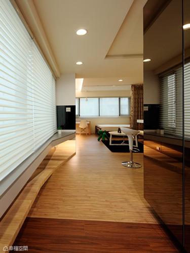 地坪的低調變化、藉以換色作為場域銜接,由深入淺轉換入室心情。