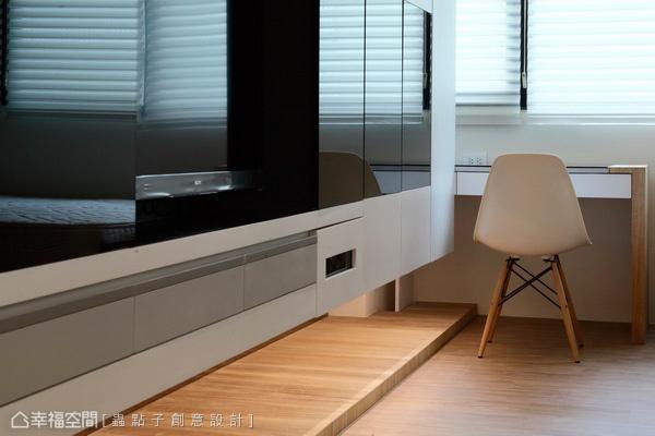 欲求小空間的俐落感,電視牆下蟲點子創意設計結合入DVD設備收納,有效完成簡單而不顯雜亂的機能整合。