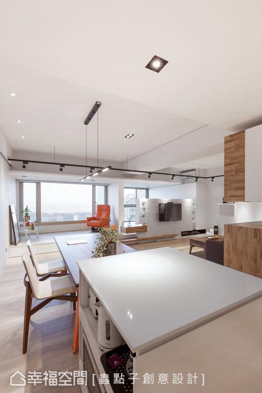 機能兼具的餐吧空間,擁有流暢的動線與完善的收納。