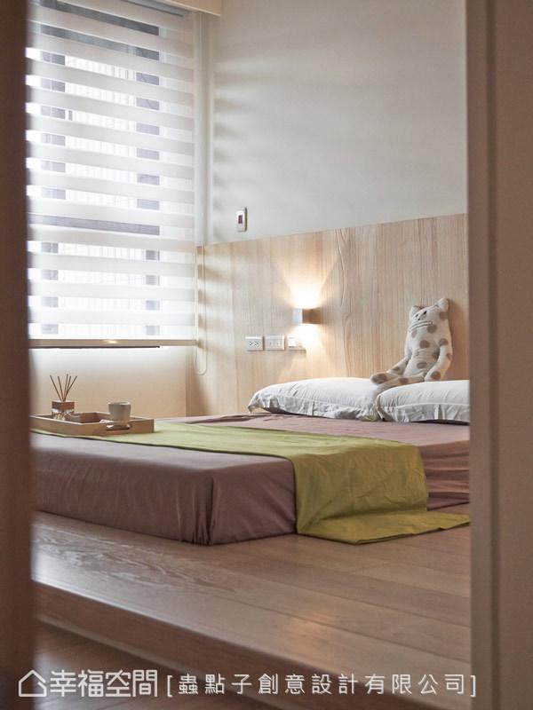 考量屋主小朋友的年紀,蟲點子設計特別在臥房區以架高地坪而不用床架的方式,確保家人的安全。