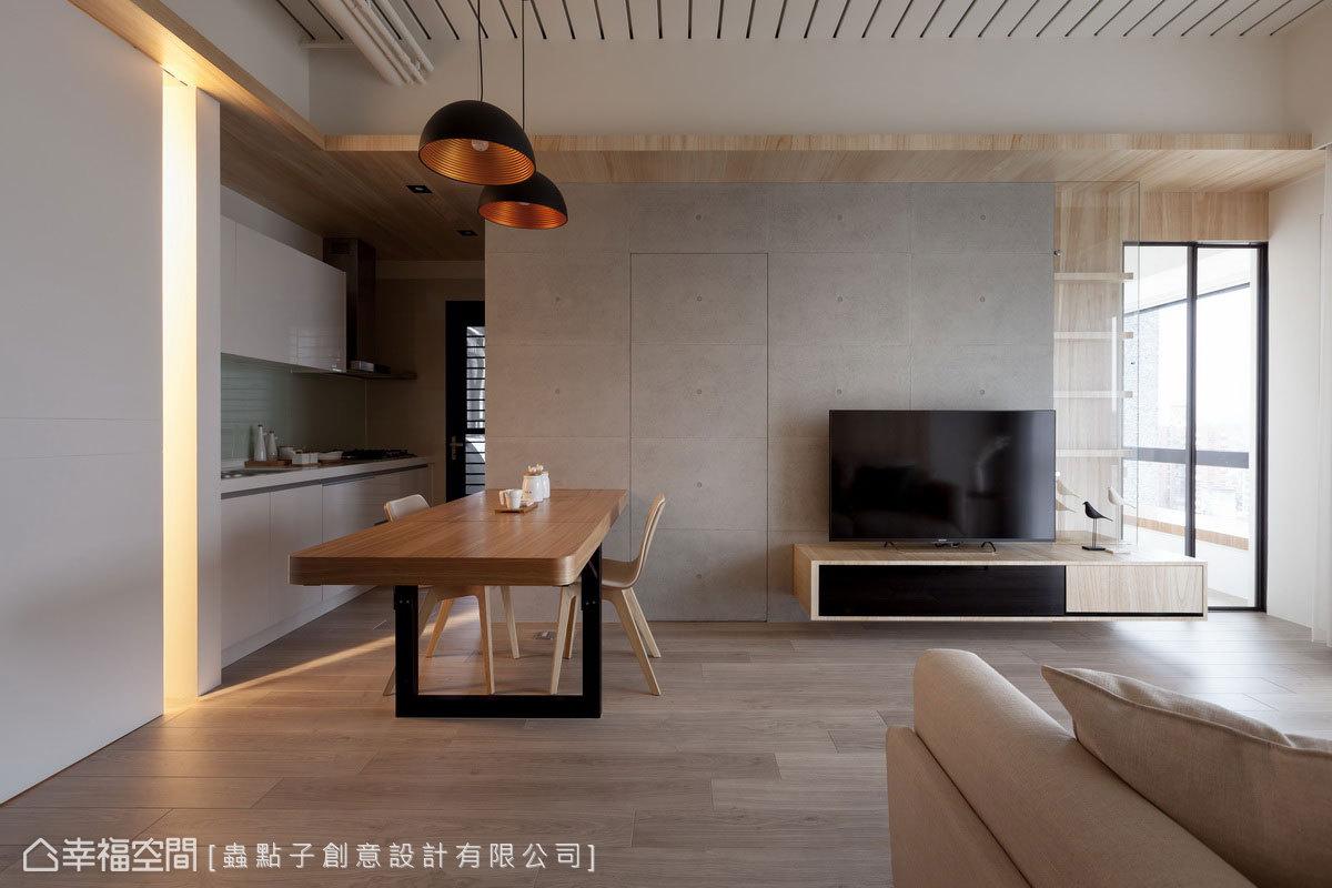 以清水模賦予原始質感,藉此隱藏小孩房門片;搭配木皮自矮櫃延展至天花板,一路轉折入玄關,讓自然溫潤感蔓延一室。