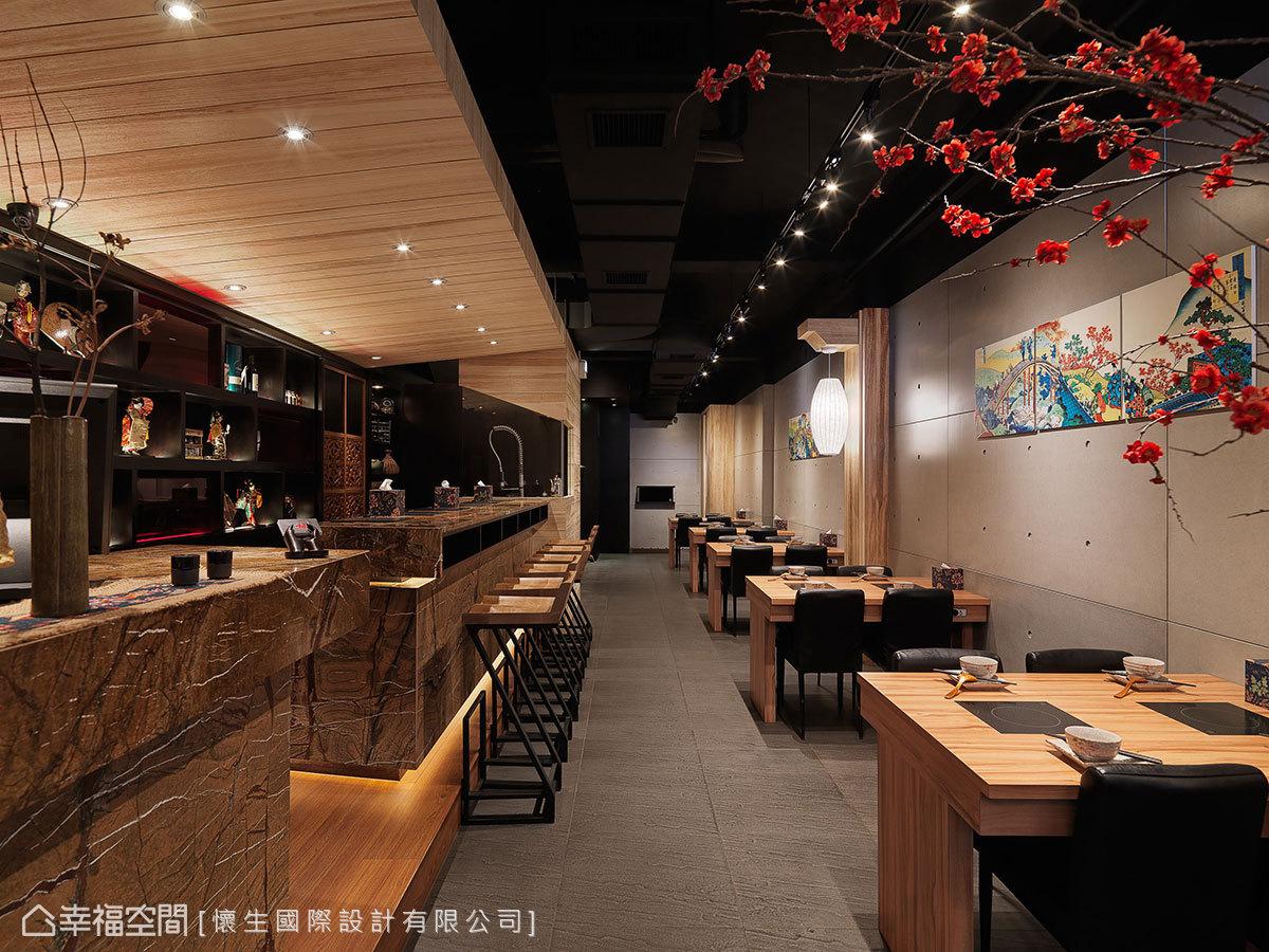 透過地坪與立面材質的分界,獨立用餐區與櫃檯、吧檯區機能。