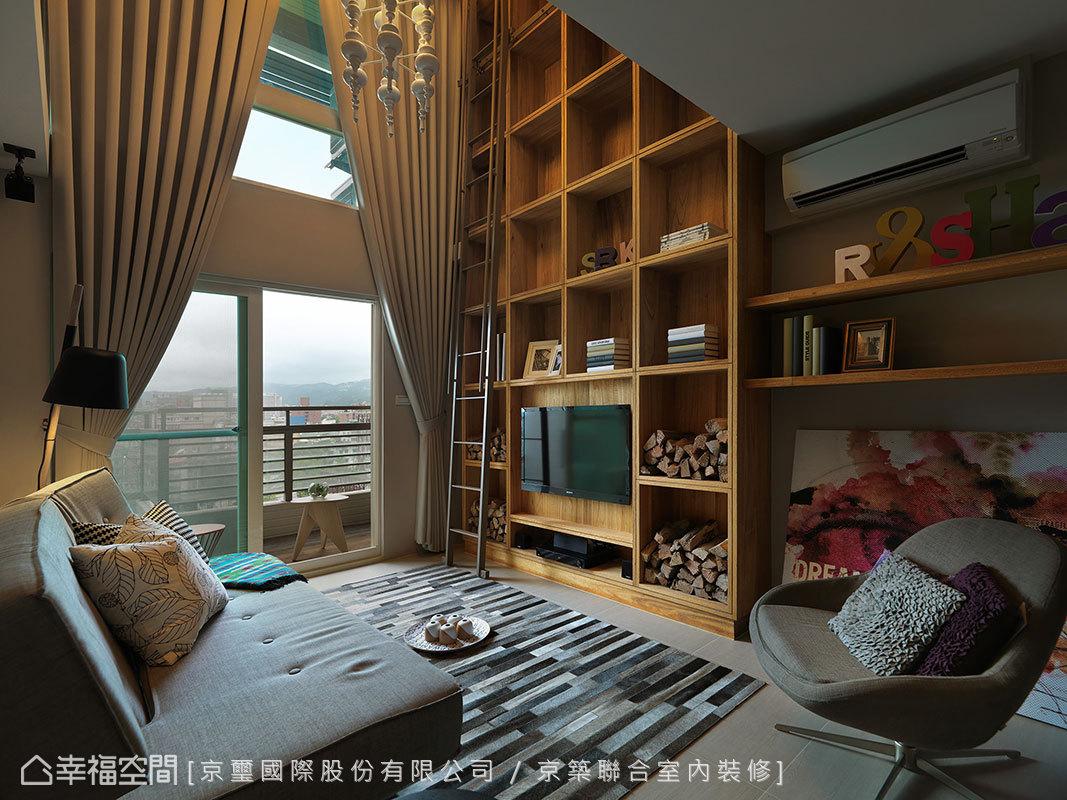 穿透式的陽台女兒牆,使客廳保有得以眺望遠山市景的優勢視野。
