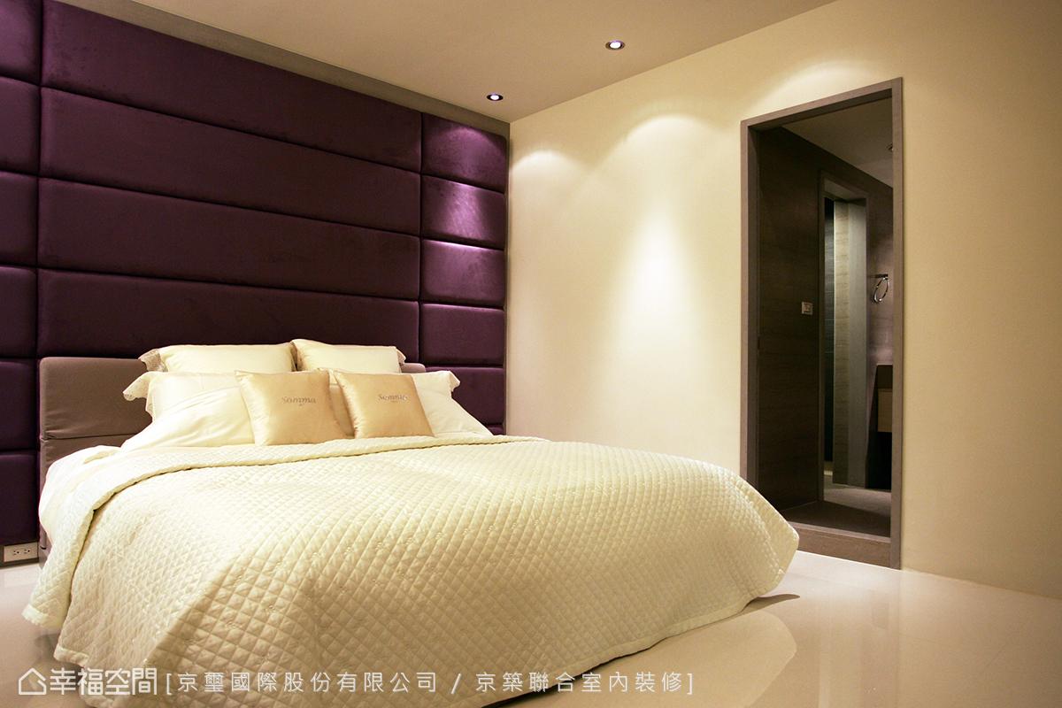高貴奢華的主臥空間,透過時尚的色調與俐落的空間線條呈現。