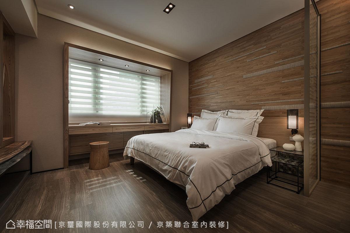塑以立體造型的寬版線框,獨特斜率強化了窗景與空間關係,光帶勾勒更有著夜燈之妙。
