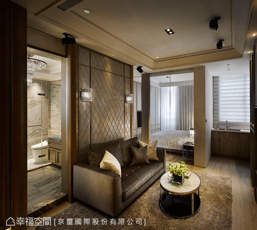 還原上海租界的西式文化,透過訂製家具、訂製燈飾、質材運用與光的變化,完美演繹居家場域的舒適表情。