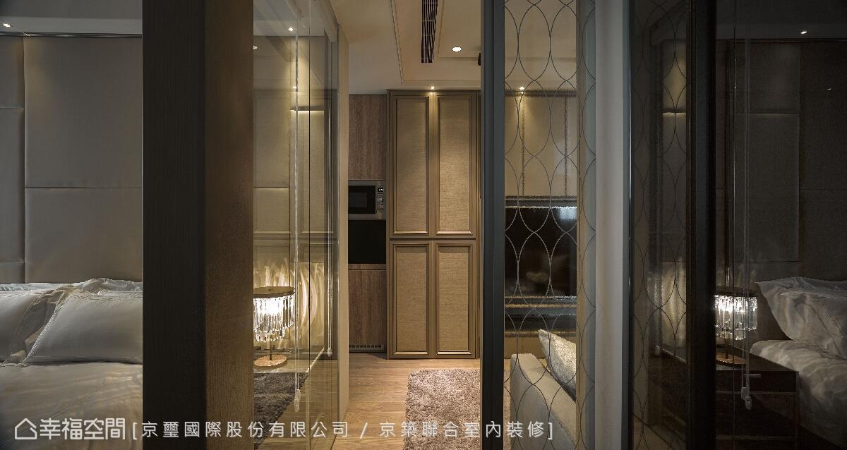 設計師周彥如運用介質與框架,鋪述空間中的通透質感,也展現垂直水平交疊的線面對話。