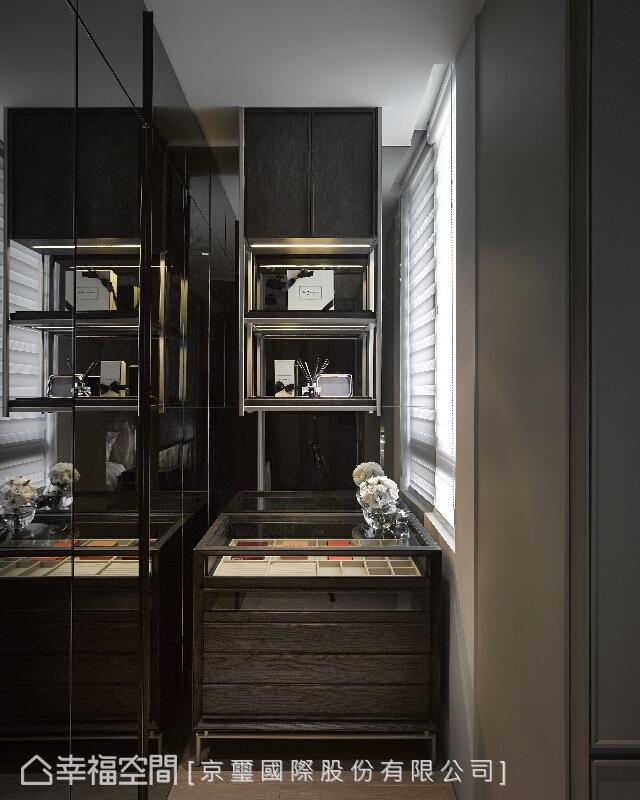 設計師周彥如以精品專櫃的收納主題設置,展現精湛的工藝與手法,更演繹屋主不凡的品味。