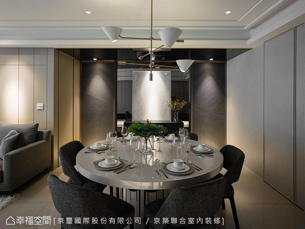 周彥如設計師認為,藝術品不僅限於畫作之範疇,所以在餐廳主牆上選用進口大理石藝術品,透過獨一無二的肌理與紋路,增添空間藝術美感。