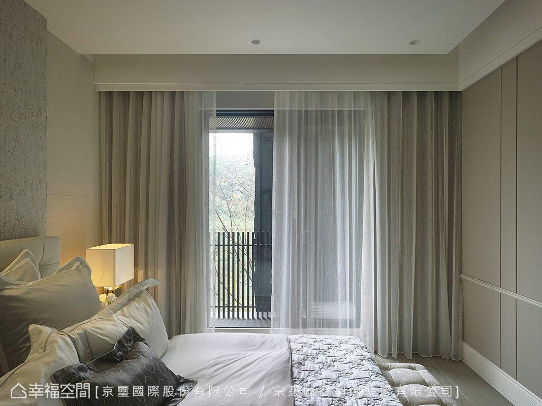 營造濃淡適中、低調而高雅的臥眠氛圍,每個細節都代表著設計感知與精湛工藝,並流露周彥如設計師過人的精心佈局。