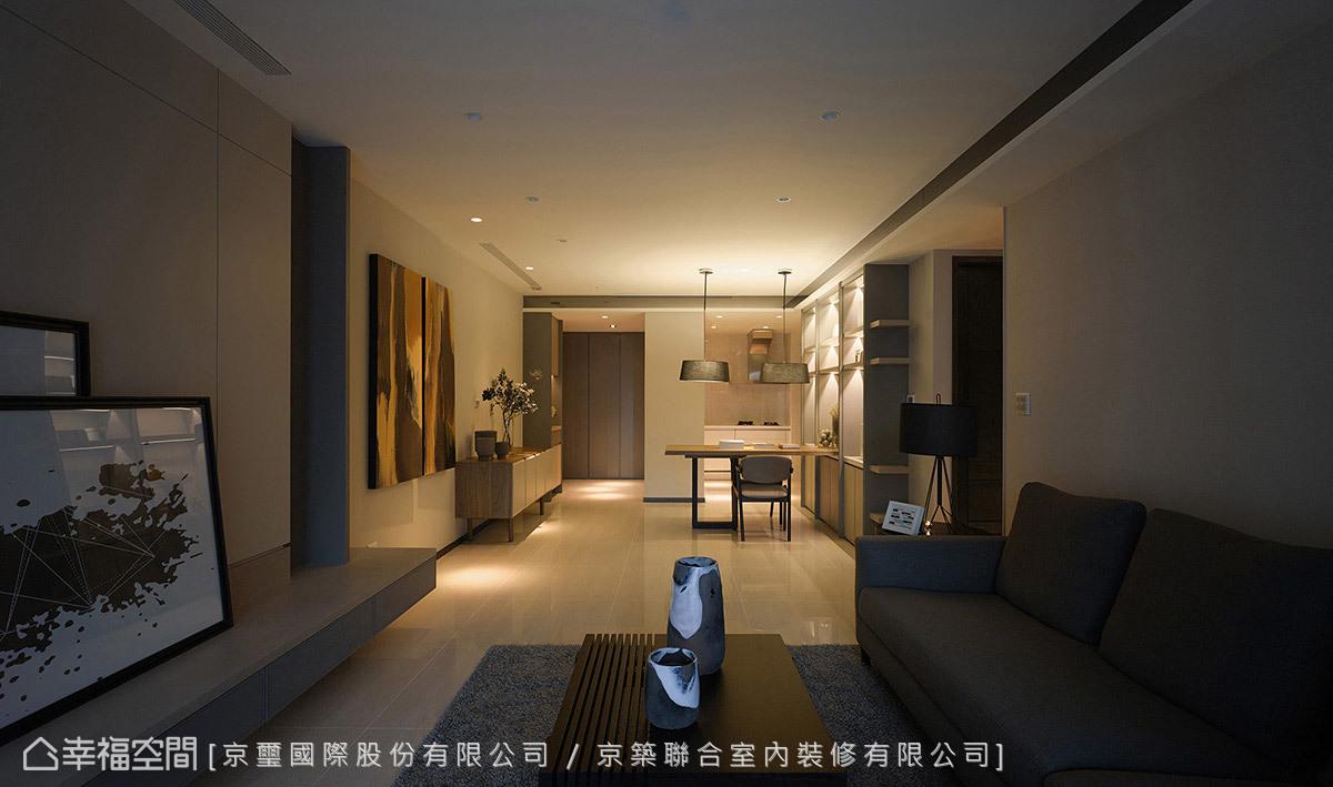 柔美燈光點亮家的溫馨氛圍,讓人一回到家中就能感受到最熟悉的歸屬感。