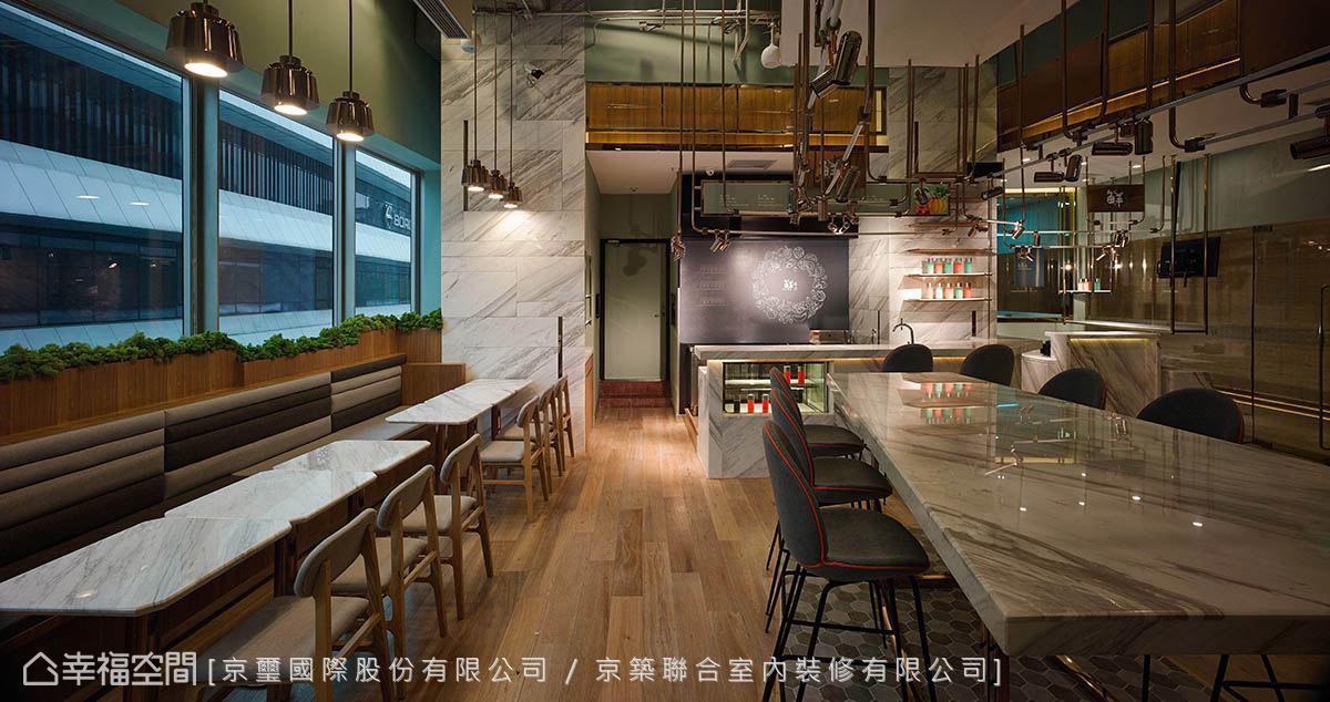 室內規劃多種形式的座位區,提供多元的用餐型態,滿足不同族群的需求。