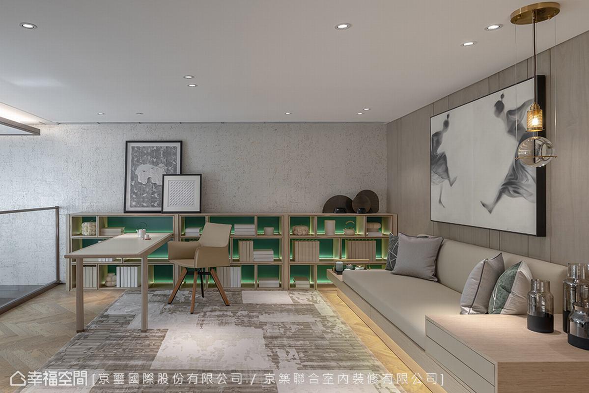 位於挑高地下室的夾層,規劃為可以享受靜謐的書房空間,以灰色橡木人字拼接木地板,出色演繹溫潤人文的安定氣質。