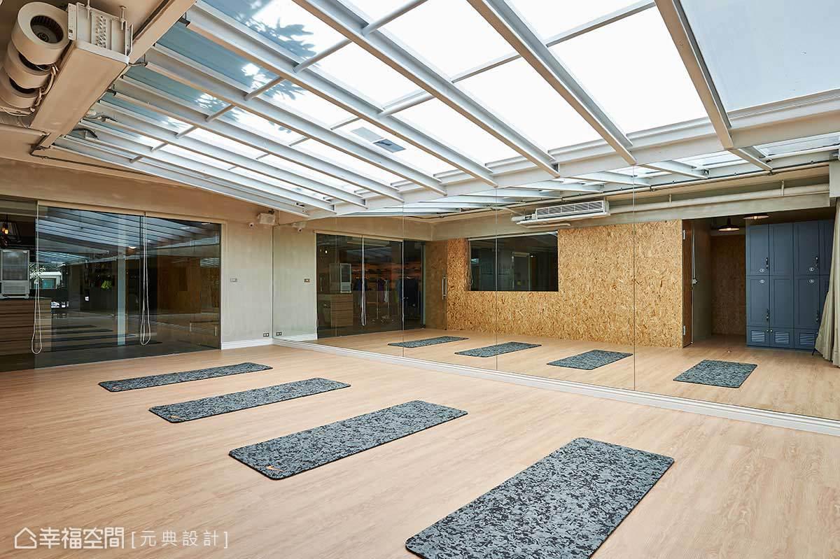 為呈現空間的一體性,元典設計運用批土與顏料仿製水泥質感,另安排由木料高溫壓製而成,具備防潮性的OSB板增添空間豐富度。