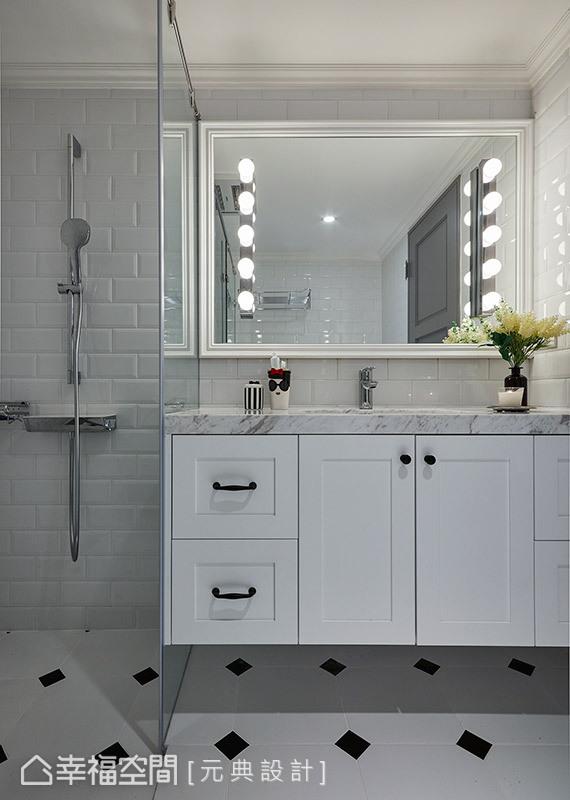 以灰、黑、白為主要用色,搭配線板造型與大理石檯面,提升整體設計質感。