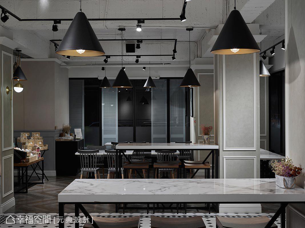妥善運用柱體後方空間,以大理石美耐板、鐵件設計高腳吧台座位區,提供消費者更多選擇。