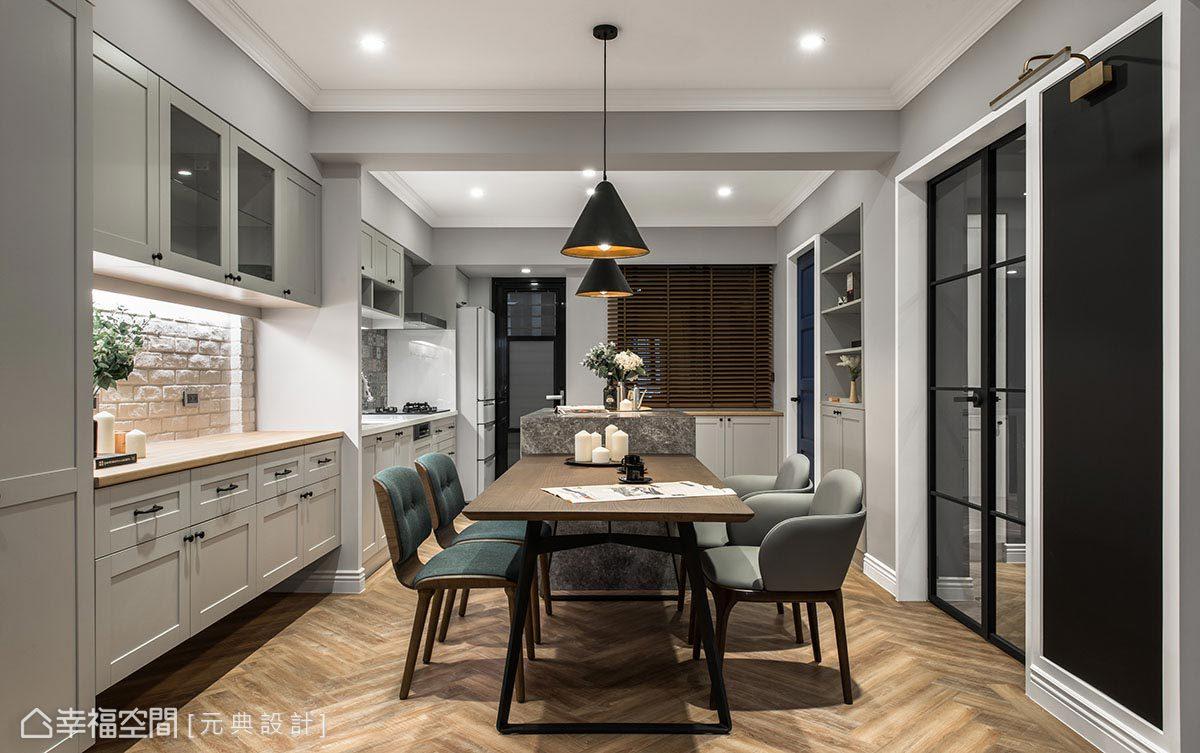 餐廚空間以中島串聯木質長桌,搭配不成套餐椅設計,溫潤暖心之餘,也為用餐區增添活潑調性。