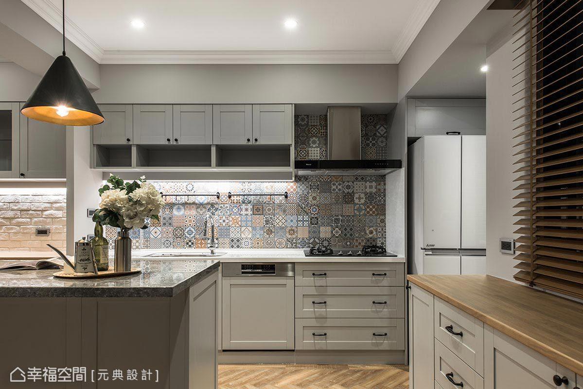 因應男女屋主的偏好需求,烹飪區以花磚鋪敘壁面造型,而餐廚櫃空間則以文化石安排清爽視感。