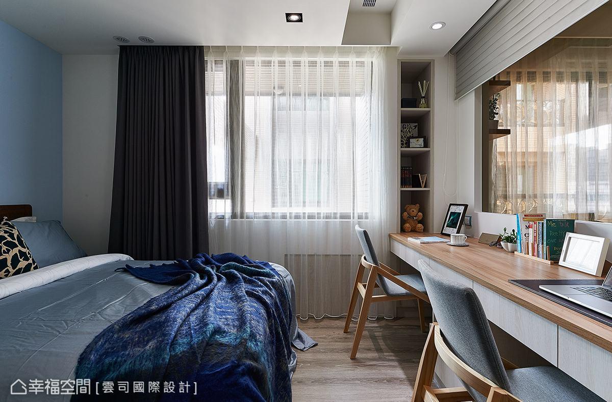 充分運用窗台下與柱體間的畸零空間,創造實用的收納機能,大大提升空間坪效。