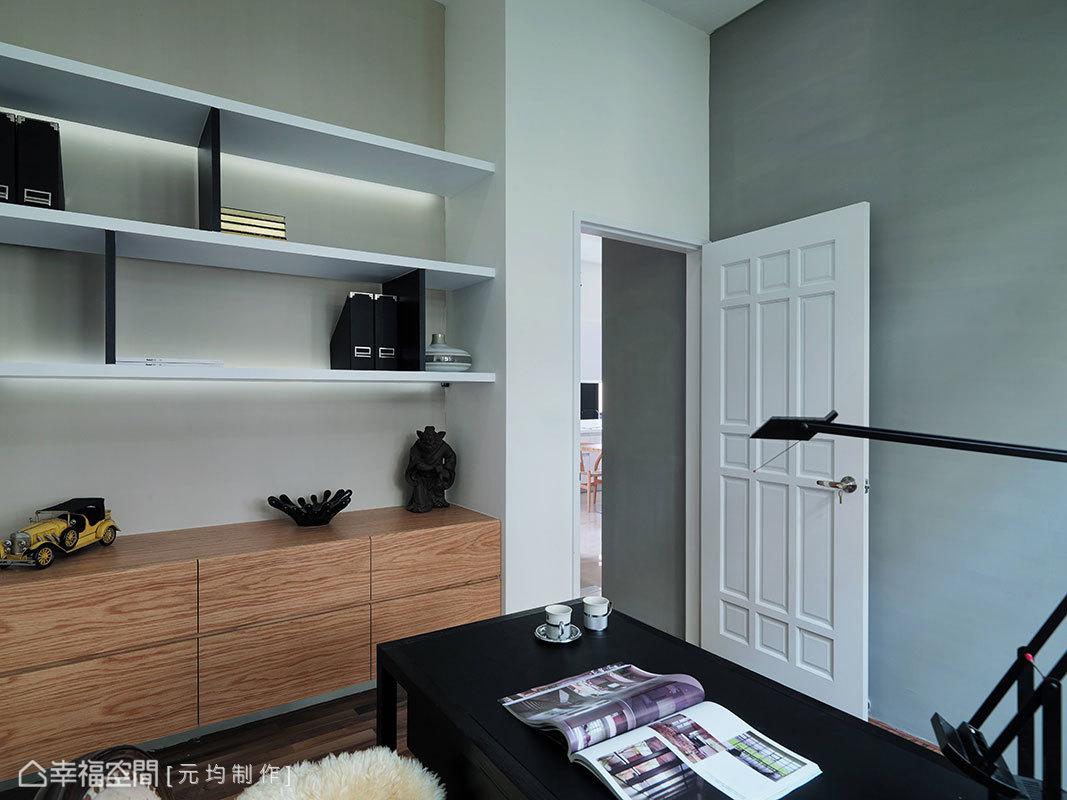 展列性層板搭上矮櫃設計,多元化的手法呈現置物與展示意義。