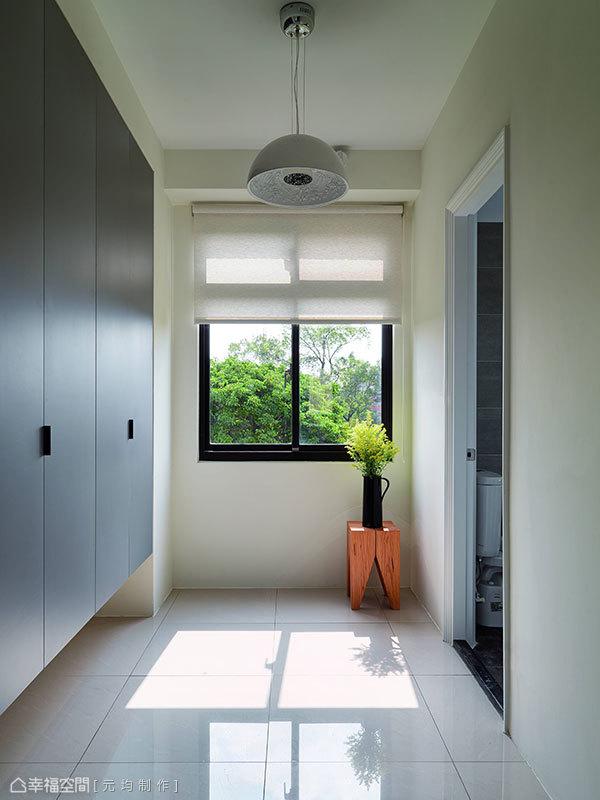 將機能隱於廊道的貼心,滿足屋主大量的儲物所需。