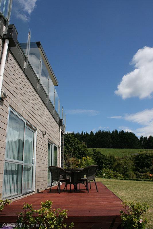 全面性的完備格局,即便是一樓的客臥,也擁有了主臥等級的舒適露臺及開闊景觀。