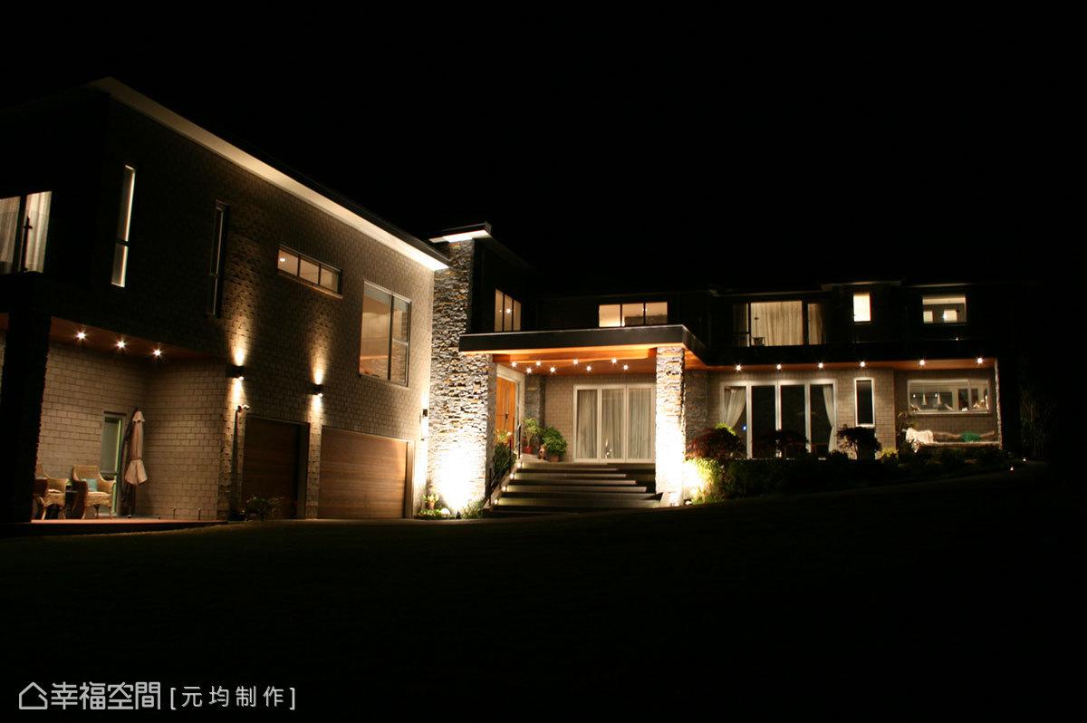 透過地燈、壁燈甚至嵌燈等多元安排,夜晚時刻,洗鍊出截然不同的愜意場景。