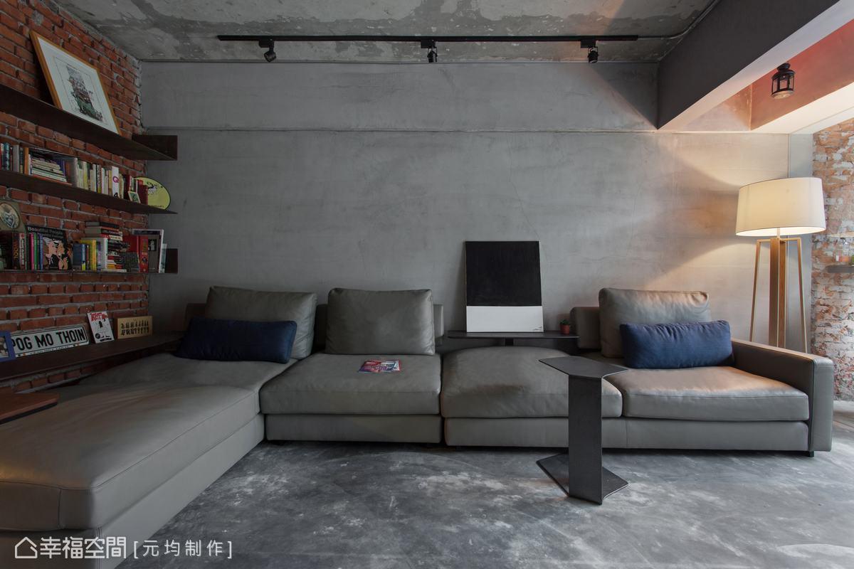 灰階色調的水泥粉光牆面、地板搭配上灰色沙發及鐵件家具,傾訴著空間的內斂質感。