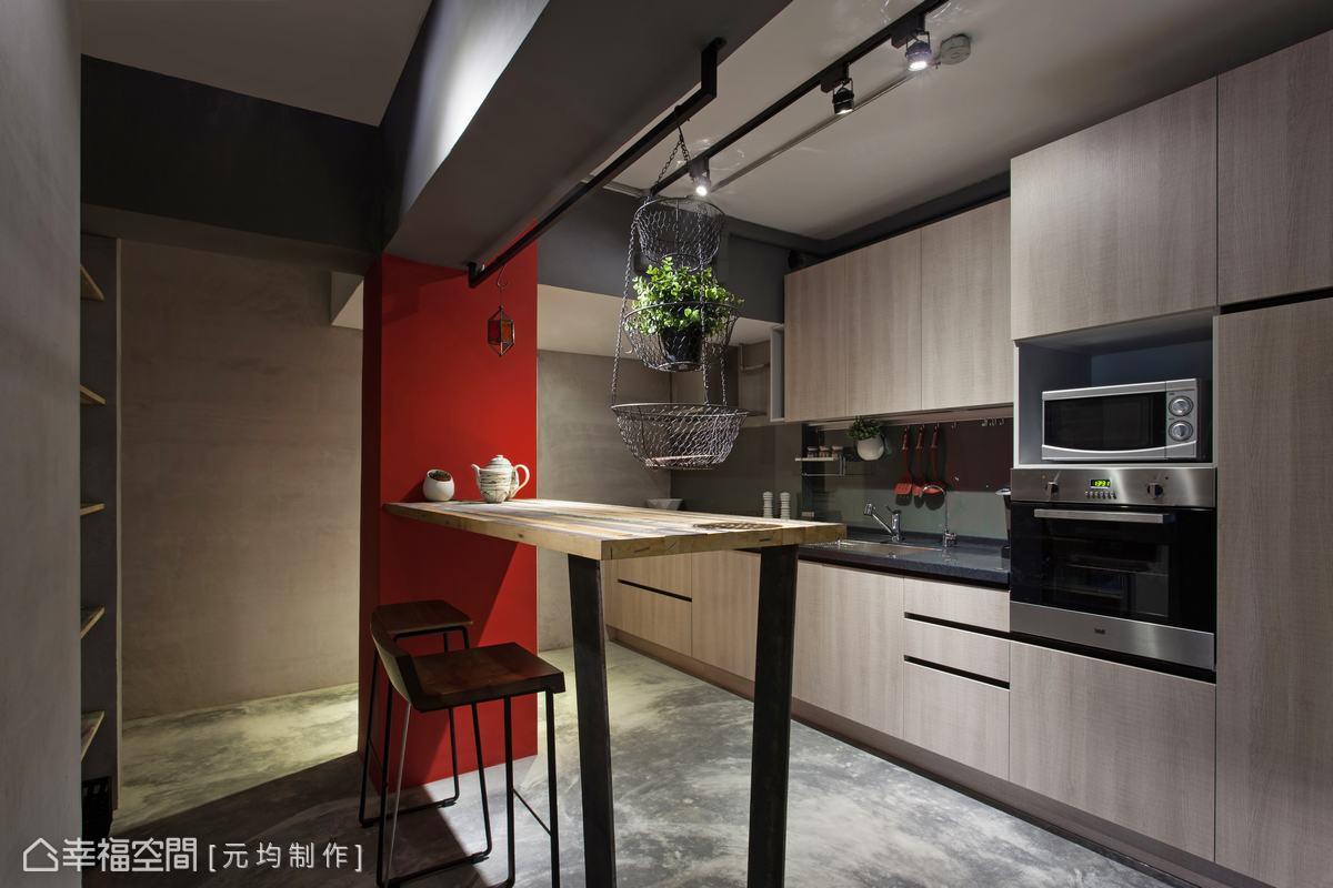 以鮮豔的紅色象徵熱戀時的悸動心跳,並植入外國酒吧概念,讓男女主人享受在家小酌的放鬆情調。