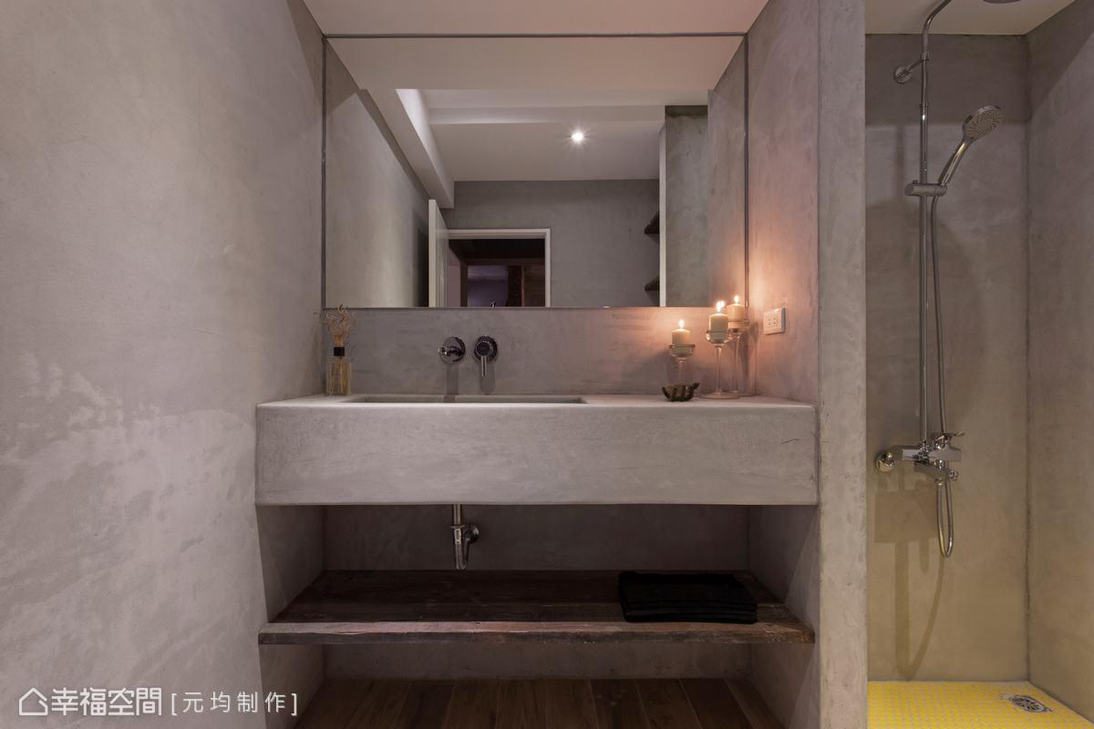 同樣以水泥粉光鋪陳空間的隨興表情,淋浴區運用黃色馬賽克磚點綴活潑氛圍,乾溼分離的機能規劃,使衛浴空間備感舒適。