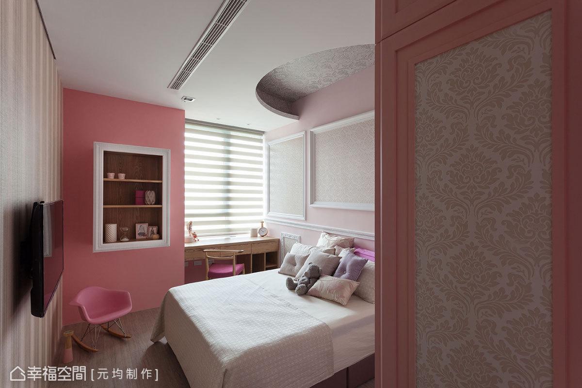 結合多種線板與壁布設計,再以粉紅色調妝點,營造出各年齡層女孩們都喜愛的異國夢幻風格。