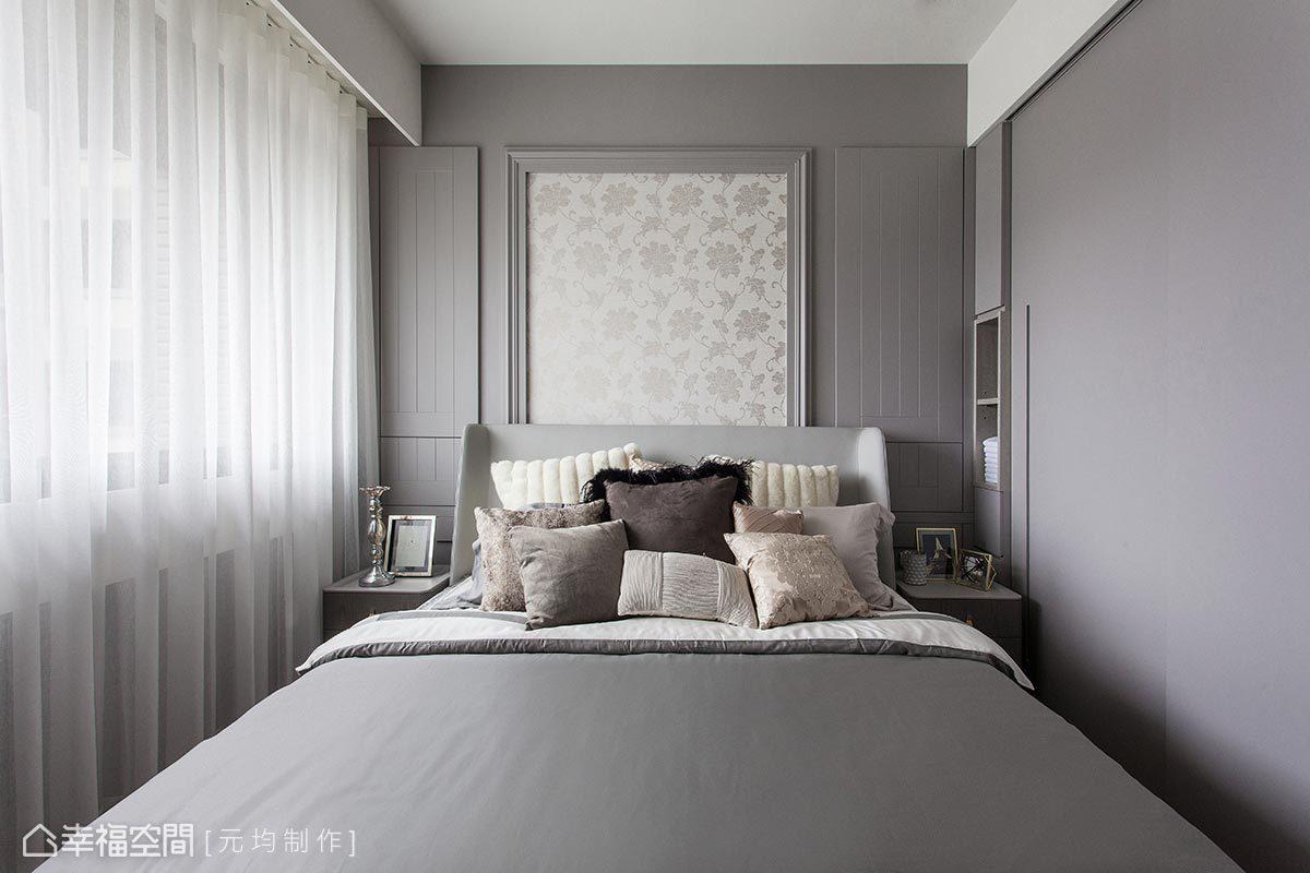 主臥房擁有L形大面採光,元均制作考量日照與居者的關係,於床頭兩側分別設置可開窗的門片,可依照屋主的需求彈性地開闔。