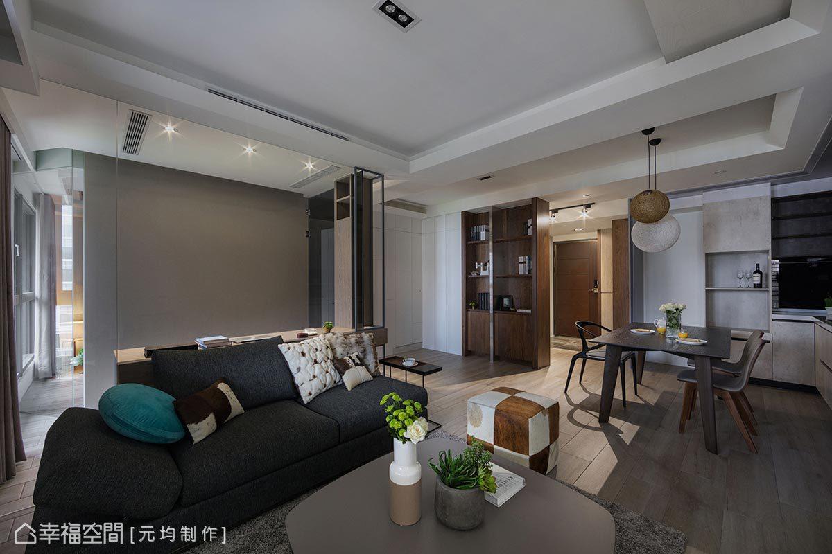 由於本案採光方向為左側位置,故馬愷君設計師將客廳、書房、主臥房側邊以一體通透方式呈現,方便光線滲透、貫穿。