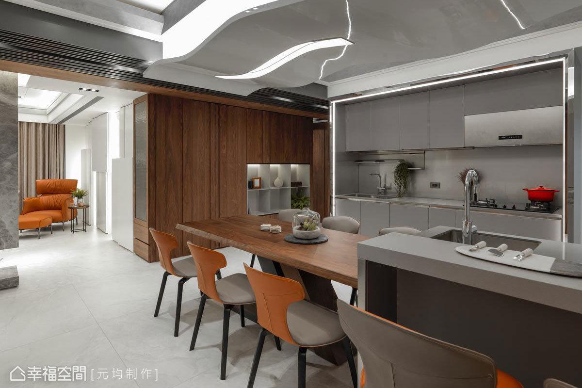為增加餐廳區的照明度,流理檯邊緣使用訂做鐵件內嵌燈盒形成框塑效果,運用雷射切割技術呼應天花板優美弧度,讓廚具猶如精品般精緻陳列眼前。