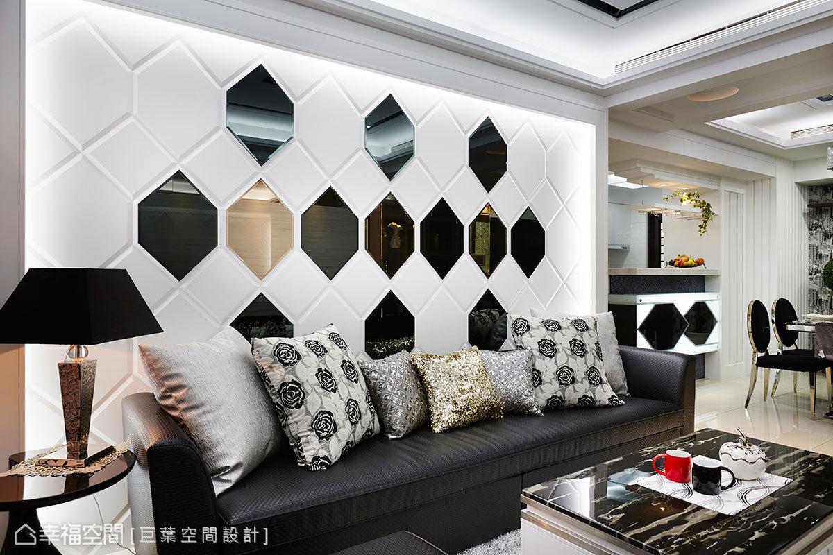 在屋主期待的沉穩空間裡,設計師在電視牆與斜後方吧檯採黑白語彙增添時尚感。