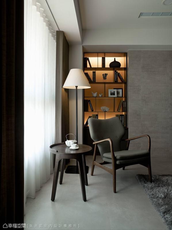 以窗紗篩取著穠纖合度的舒適暖意,搭配簡單一張單椅,就此收藏令人欣羨的午後時光。