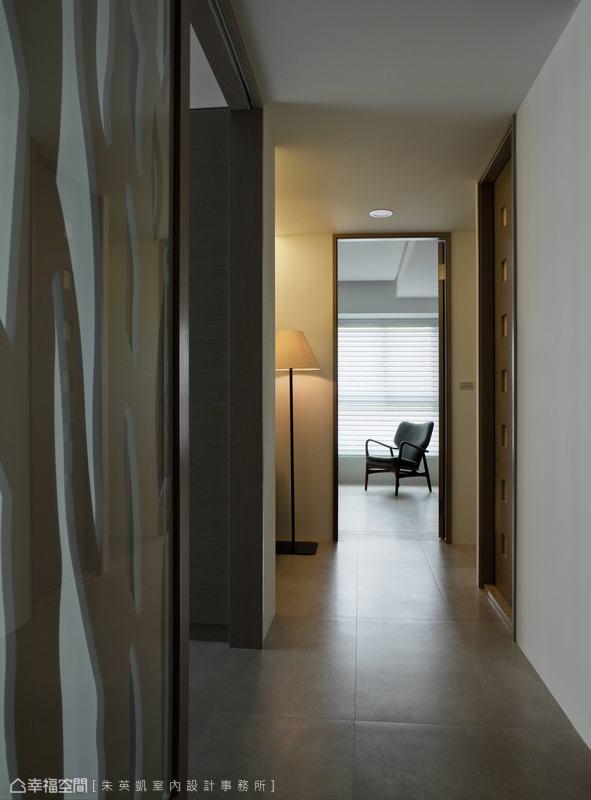 漸進推移的景深效果,讓起居生活中處處可見設計師的巧思布局。