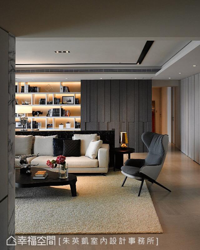 義大利進口的灰色調地磚作為地坪鋪陳,時尚且現代感的軟件互搭,讓優雅氛圍隨之延展開來。